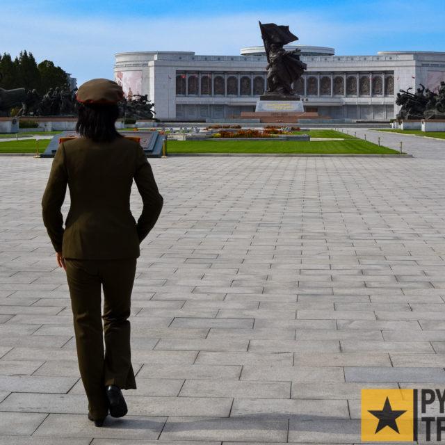 Touristenführerin beim Museum über den Vaterländischen Befreiungskrieg