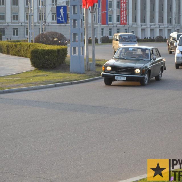 Kreisverkehr am Triumphbogen in Pyongang